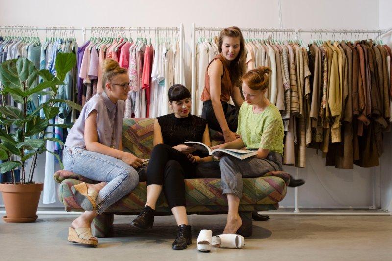 專門蒐集、租借和擺放衣服的「Lena the fashion library」圖書館(圖/fastcoexist.com)