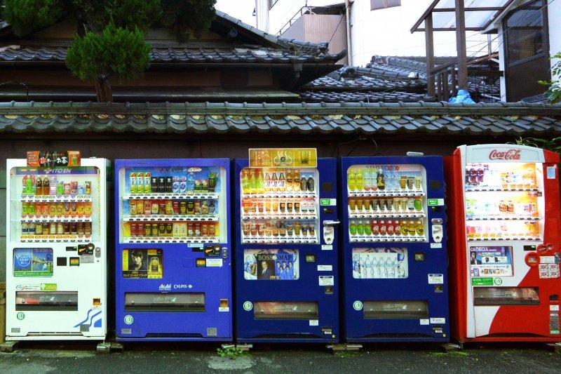 27秒就能煮出一碗烏龍麵的販賣機,會長什麼樣子呢?(圖/m-louis@flickr)