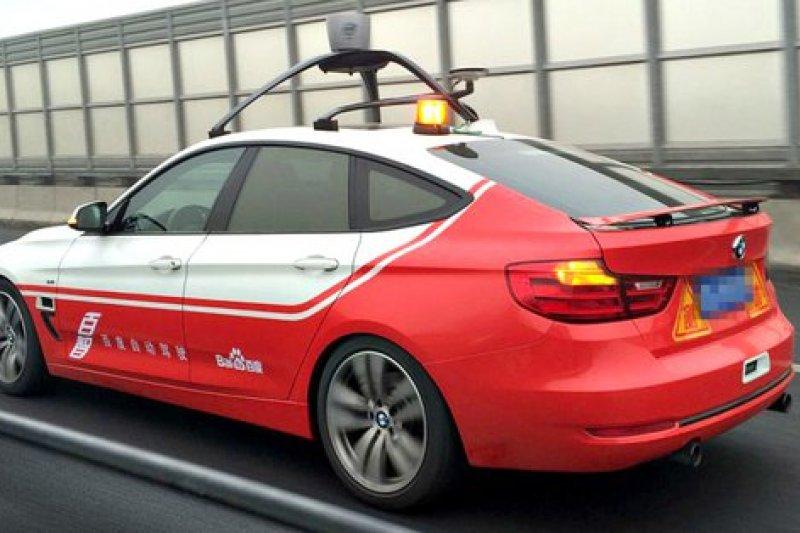 中國百度的無人車開始在北京路上進行測試。(取自影片)