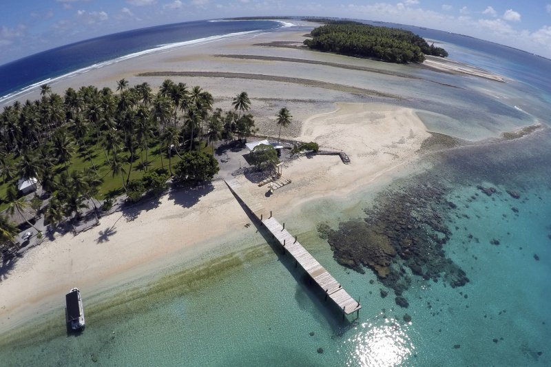 溫室效應造成全球海平面上升,並和能源政策息息相關。圖為飽受海平面上升威脅的太平洋島國馬紹爾群島(Marshall Islands)。(資料照,美聯社)