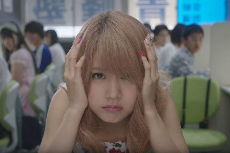 電影「墊底辣妹」呈現補習班老師與學生間的關係不只是一種商業的交易(截自YouTube)