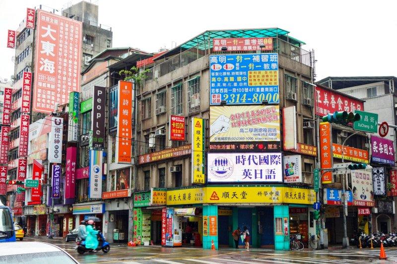 台灣很少有屋主願意花錢維護建築,任由外牆出現破損、侵蝕痕跡,讓許多外國觀光客來欣賞這「不同」的文化與風景。(圖/m-louis@flickr)