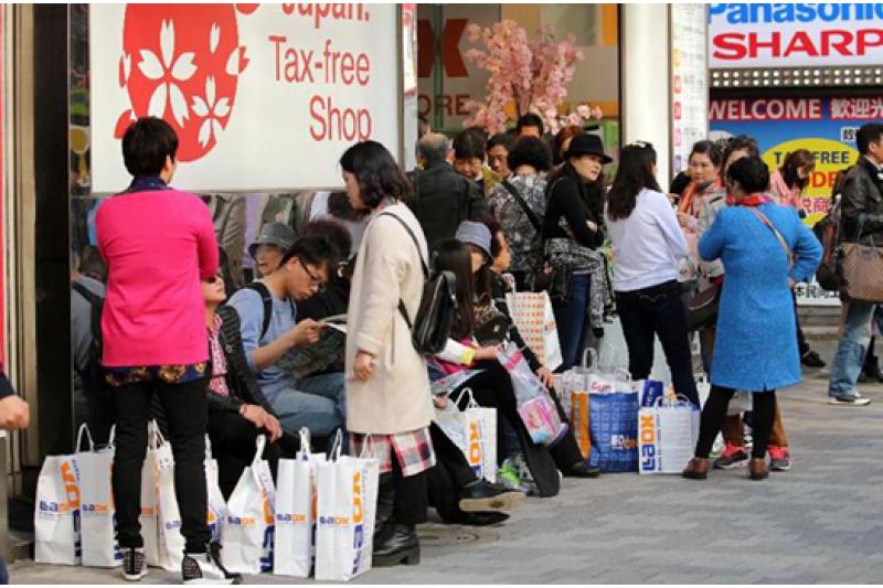 每到新年、中國五一長假或十一國慶時,就會有大批的陸客到日本旅遊,除了帶來龐大的消費能力外,也為日本社會帶來了一些問題。(圖/來源)