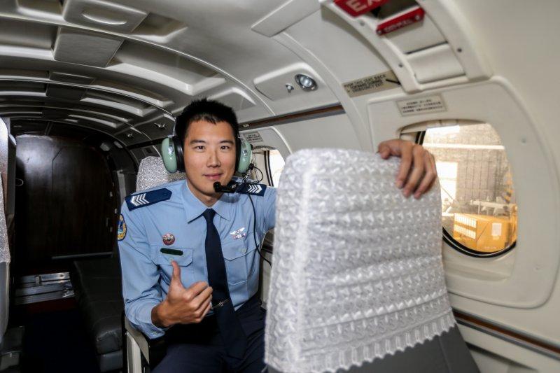 游泳國手如何蛻變成保護飛官的「飛機醫生」?(圖/陳明仁)
