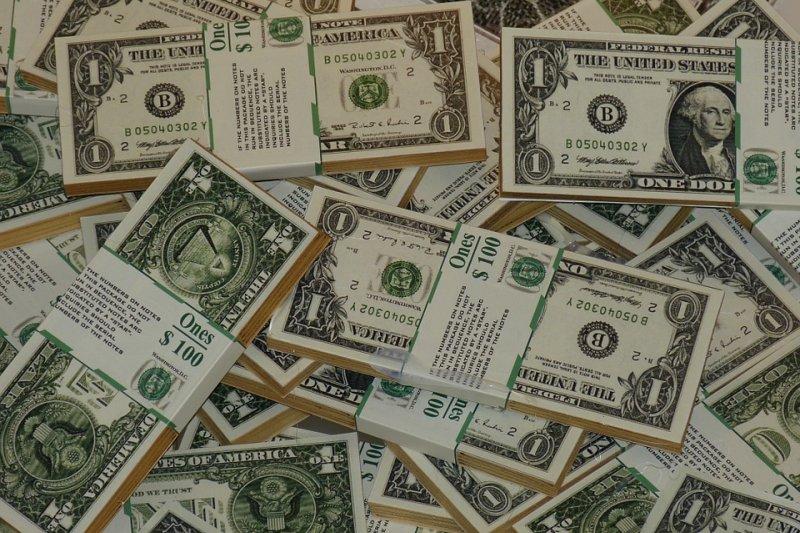 就像我巨細靡遺地寫到,當全世界的債務與金融資產開始去槓桿化,美元就會走強,因為它就是通行全球的主要貨幣。圖為美金。(資料照,pixabay)