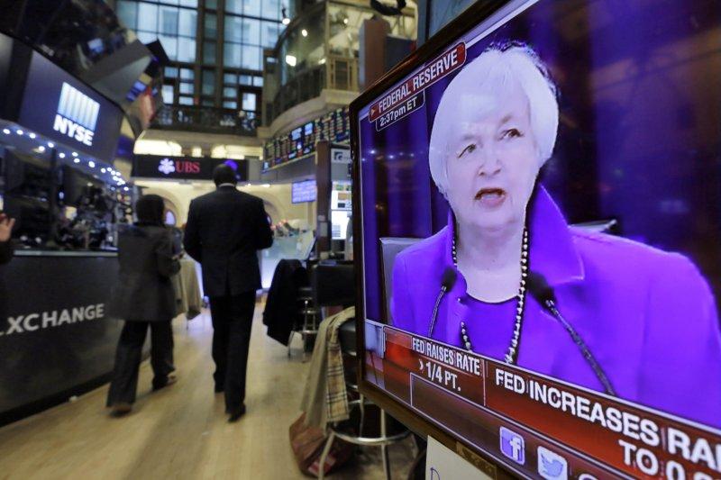 美國聯準會主席葉倫(Janet Yellen)宣布升息,紐約股市利空出盡上漲(美聯社)