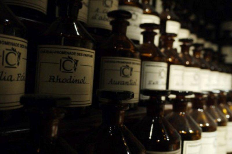 利用人體體味製成香水,簡直如《香水》的真實版。(圖/ KALAIN)