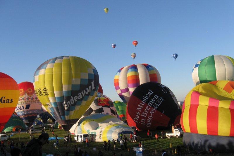 眾氣球同時升空,蔚為壯觀。(圖/kagawa_ymg@Flickr)