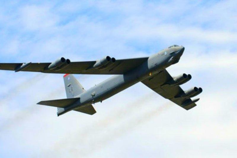 B-52現役76架,仍然是美國空軍戰略轟炸主力,美國空軍現在預算讓B-52一路服役至2050年。這使得服役時間高達90年。(BBC中文網資料圖片)