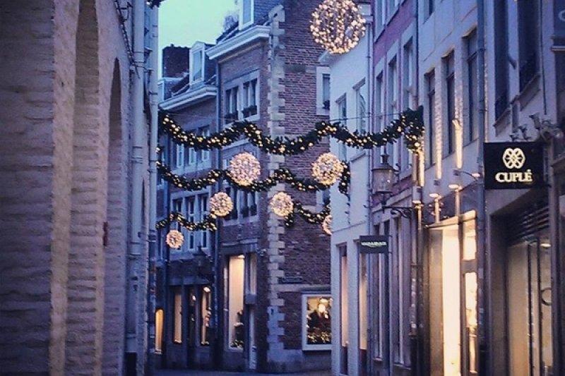 耶誕市集的夜晚和白天各有不同風情。