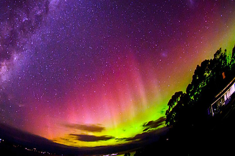 其實不必辛苦跑到南極洲,只要在紐西蘭與澳洲就可以看得到南極光。(圖/Aurora Australis Tasmania)