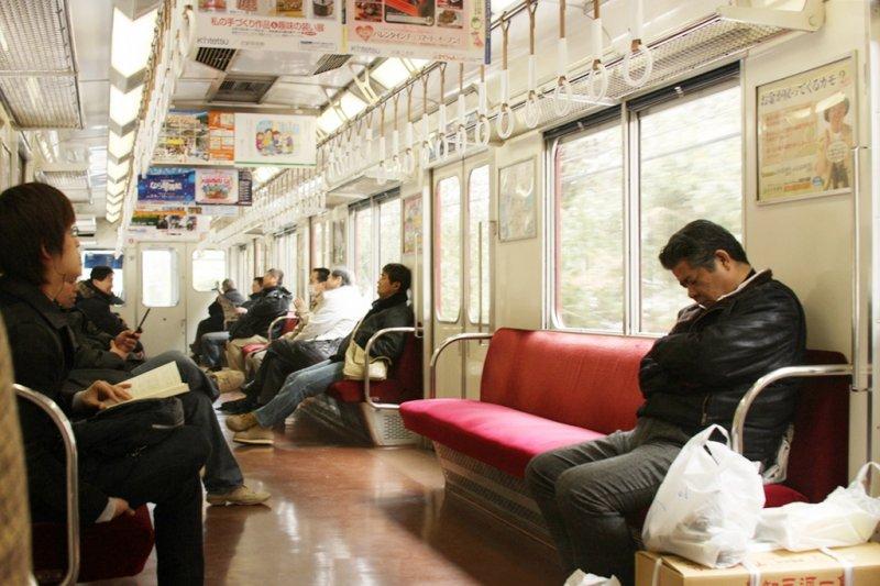 在日本這座城市,如果看到車廂內有空盪盪的座位,那很有可能就是「專用座位」(圖/Natasha@flickr)