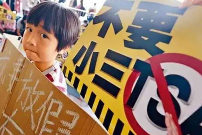 小學三年級的「全港系統性評估」(TSA)掀起抗議風潮。(來源:微信/查小欣)