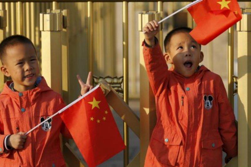 中國至少在2016年元旦之前仍然實行「獨生子女」政策。(BBC中文網)