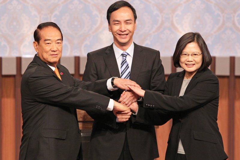民調顯示,總統候選人辯論後,蔡英文與陳建仁的民調支持度來到45.1%,暫時領先朱立倫與王如玄的22.1%及宋楚瑜與徐欣瑩的13.6%。(公視)