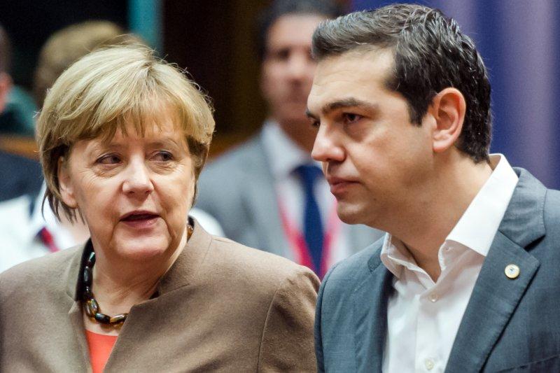 希臘危機隱約有再現之勢。圖為兩大關鍵人物:希臘總理齊普拉斯與德國總理梅克爾(美聯社)