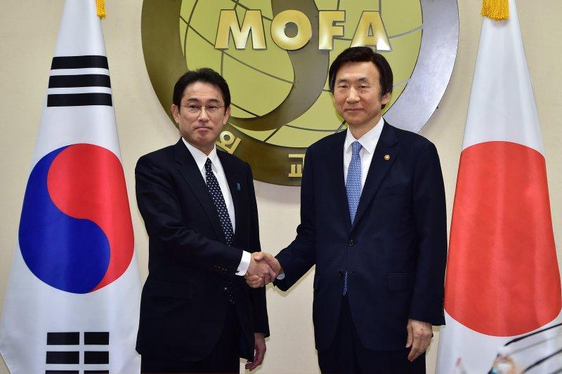 日外相岸田文雄與南韓外長尹炳世28日就慰安婦問題達成歷史性協議。(美聯社)