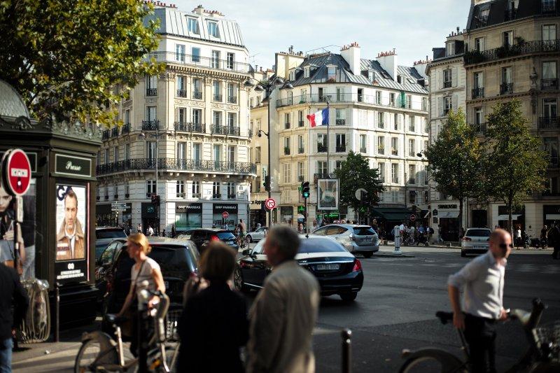 巴黎是許多人夢寐以求的留學地點,但房價讓人望之卻步...(圖/Roman Boed@flickr)
