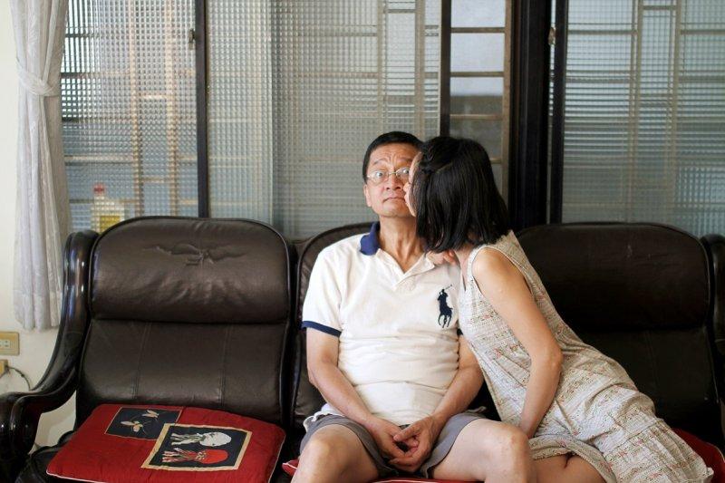 雖然爸爸沒有拒吻,但雅晴笑說那天當她慢慢靠近,明顯感覺到爸爸越來越緊張。(攝影師/張瑄旂)
