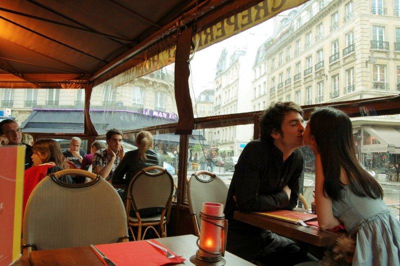 百吻巴黎97號-與常去的可麗餅店店員(攝影師/郭孟軒)