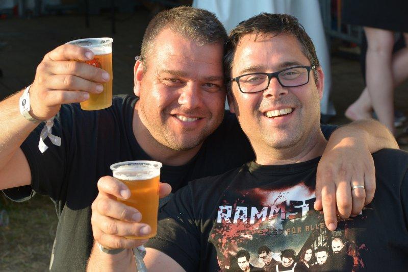 酒,啤酒。