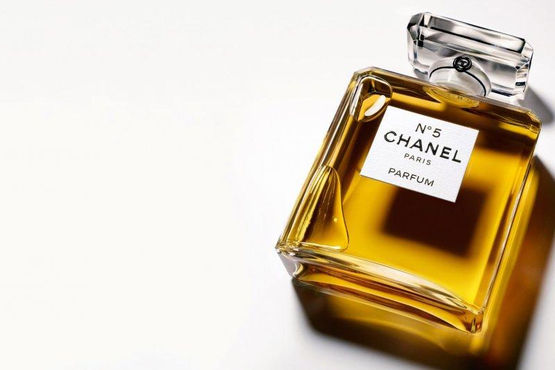 這瓶香水濃縮了一場歷史革命、陰謀盤算, 還有一個孤獨女人的依戀與遺憾。(取自CHANEL官方粉絲專頁)
