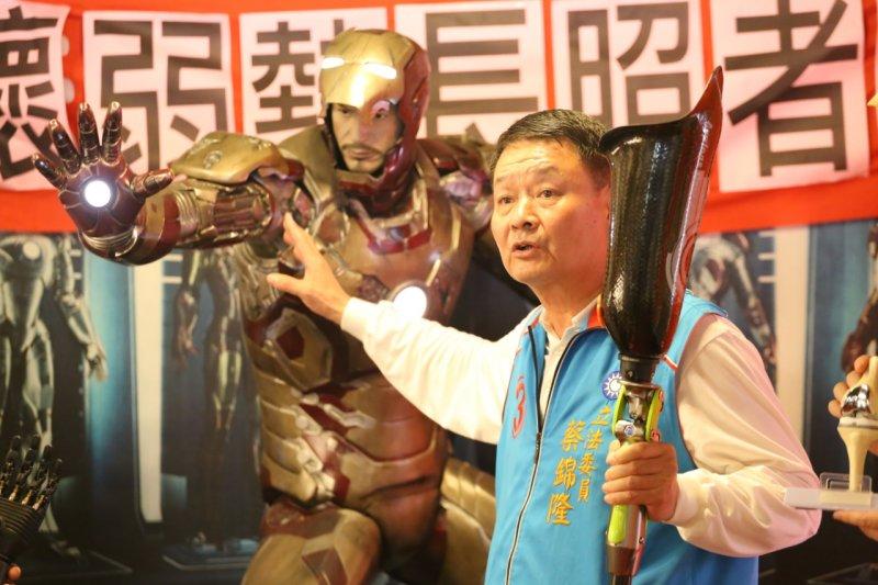 立委蔡錦隆成立長照者聯盟,倡言「長照不是錢坑,是新興產業」,將協助台灣推動長照精密園區。(丁志寬攝)