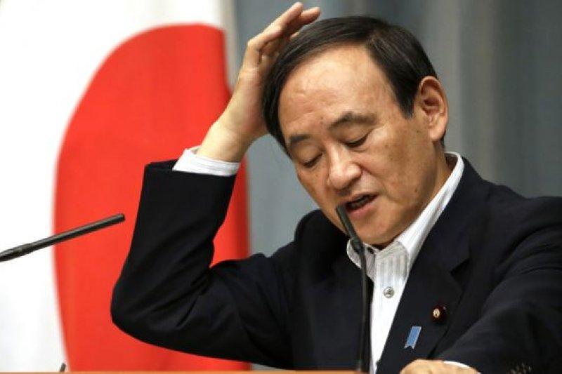 日本內閣官房長官菅義偉暗示首相安倍晉三的內閣很難以同等待遇支援其他國家或地區的前日軍慰安婦。(BBC中文網資料照)