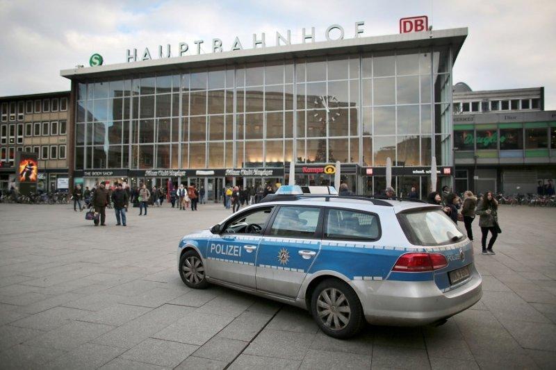 一輛警車於科隆中央車站前(美聯社)