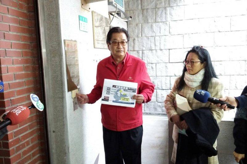 針對對手黃國昌在受《三立新聞》採訪時表示「花錢買票的人,背後一定有系統的財源支持」,李慶華認為黃國昌在影射其賄選,憤而提告。(取自李慶華FB)