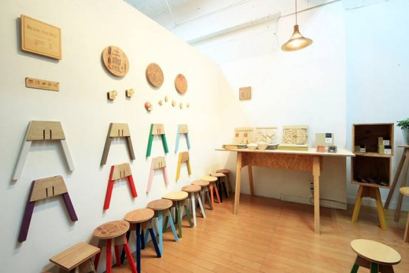 日本有許多特色書店,可以看看書外,品嚐咖啡和下午茶(圖取自ON READING臉書)