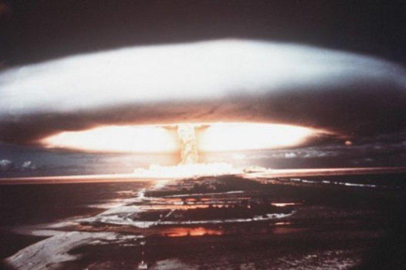 早期的核試驗,包括法國1971年在太平洋的這次核試驗,都是在大氣中進行的。(BBC中文網)