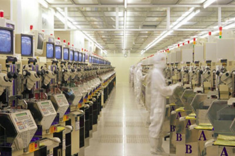 從1960年代至今,台灣半導體公司已紛紛跟進物聯網應用,藉此提升全球性以及國際性的競爭力。圖為日月光廠房。(圖/日月光提供)