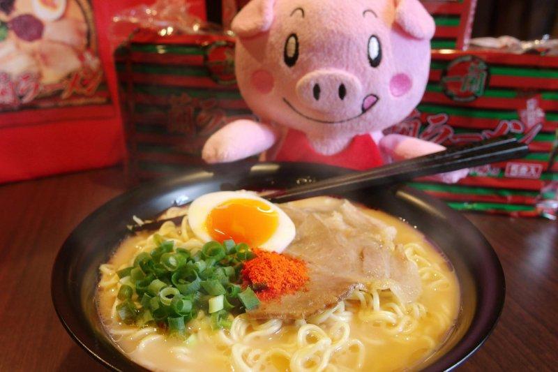 大家都愛的豚骨拉麵,到底有沒有含鉛的問題呢?營養師來解答!(圖/天然とんこつラーメン一蘭@facebook)
