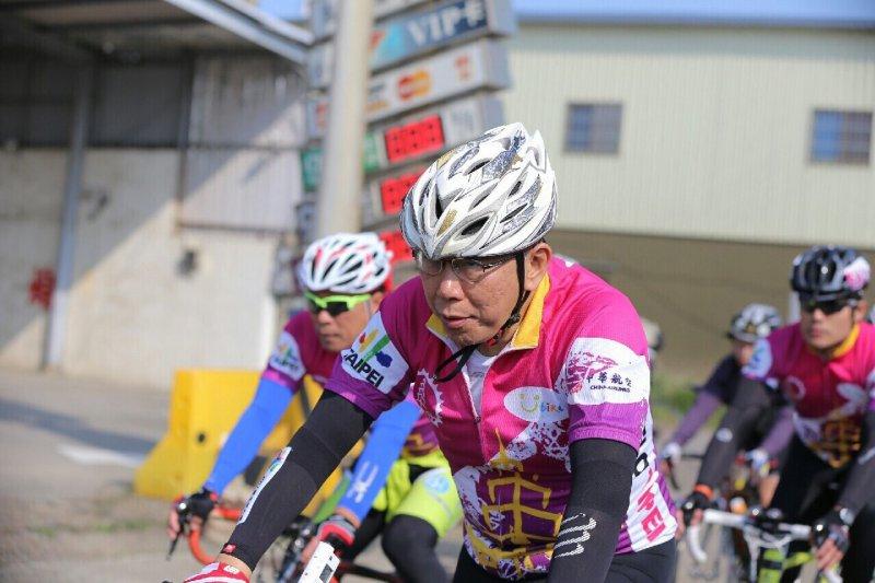 台北市長柯文哲9日騎腳踏車南征高雄,完成壯舉令許多人驚訝不已!(圖/台北市政府提供)