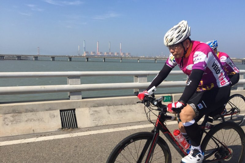 台北市長柯文哲9日騎腳踏車南征高雄(台北市政府)
