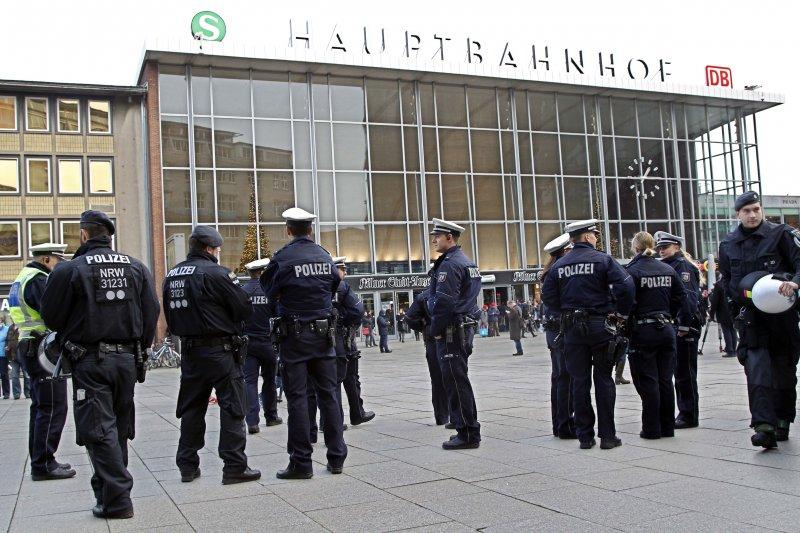 德國警方在跨年夜的大規模性攻擊後,加強了科隆火車站一帶的維安。(美聯社)