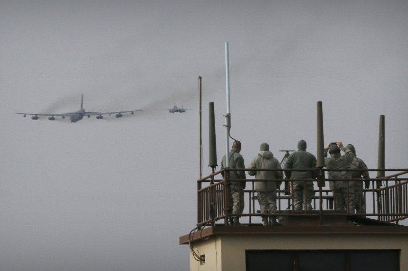 因應北韓氫彈試爆,美軍B-52戰略轟炸機飛臨朝鮮半島(美聯社)