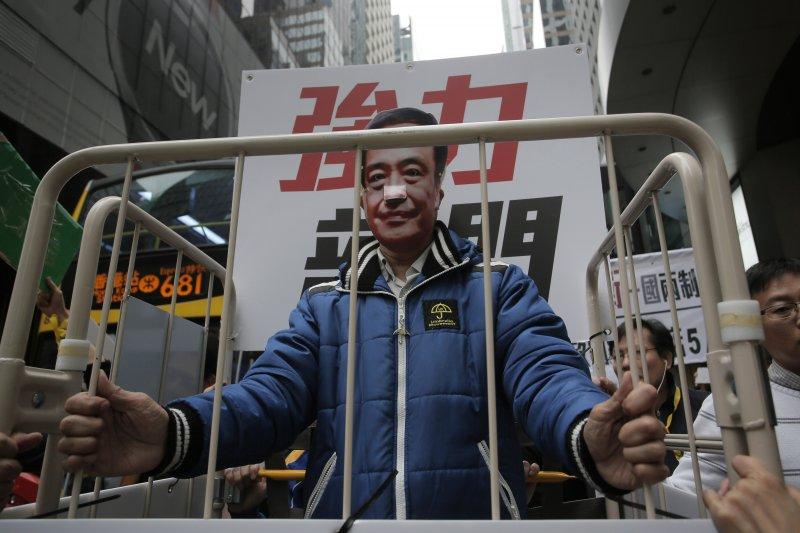 香港的自由正在喪失中?圖為香港民眾上街示威,要求中國釋放銅鑼灣書店失蹤5人(美聯社)