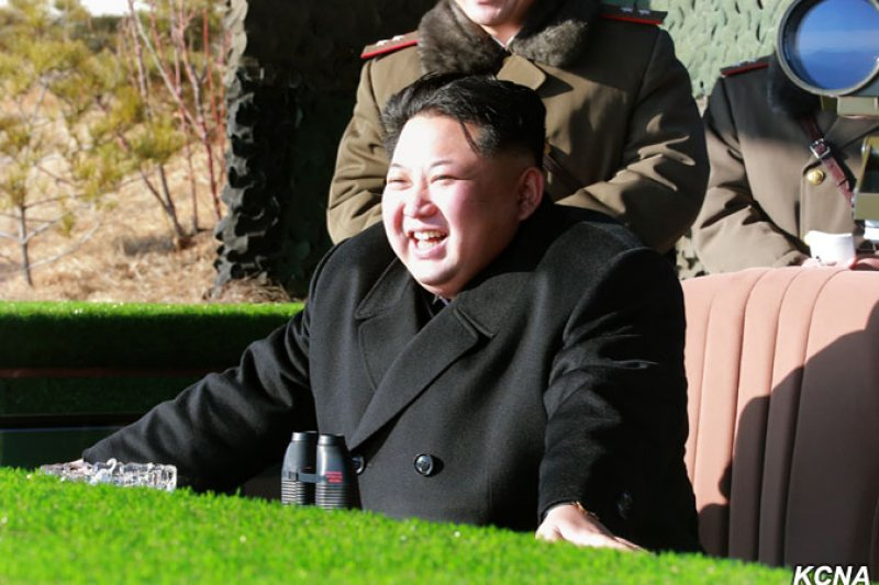 北韓最高領導人金正恩1月5日觀摩火砲射擊比賽(朝中社)