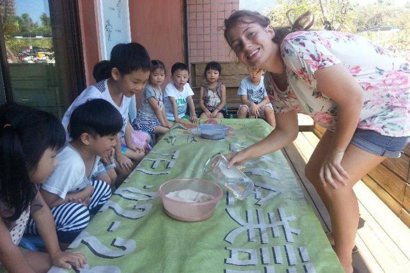 許多家長從小就送孩子進全美語教學的安親班。(來源:ZOE全美語教學官網)