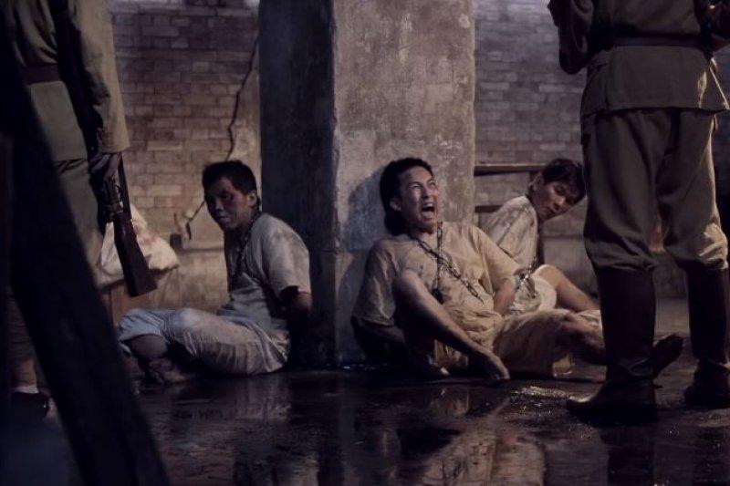 《燦爛時光》演出了國民黨的軍隊任意地逮捕人而不需要任何理由。(公視提供)