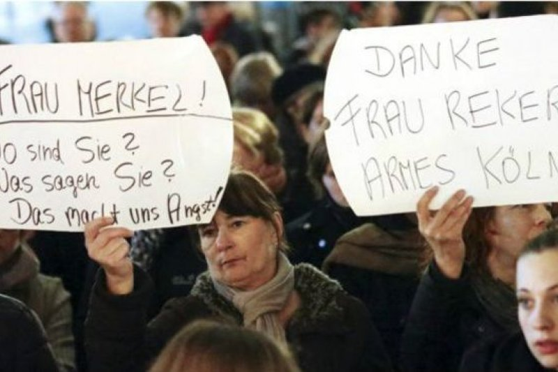 數百人在科隆火車站附近舉行示威,抗議對女性明目張膽的襲擊以及警察反應不力。(BBC中文網)