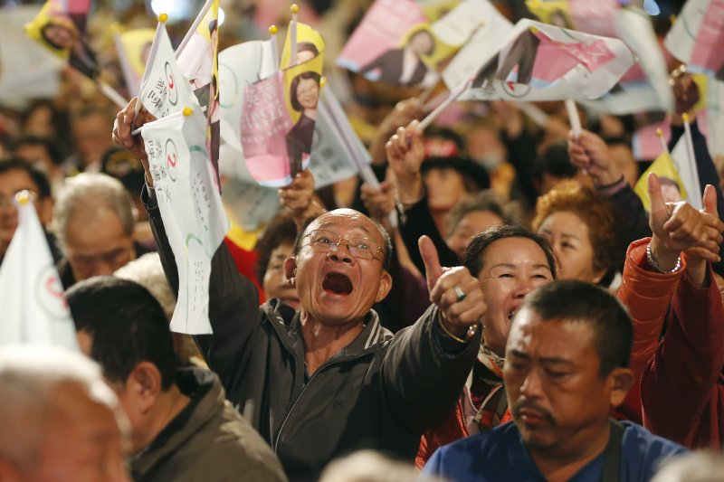 作者表示,自由之家的資訊是否看到台灣表皮的自由,如媒體報導的自由增多了,人民團體的結社或遊行更自由了…等等;而沒有看到深層的國家暴力。(美聯社)
