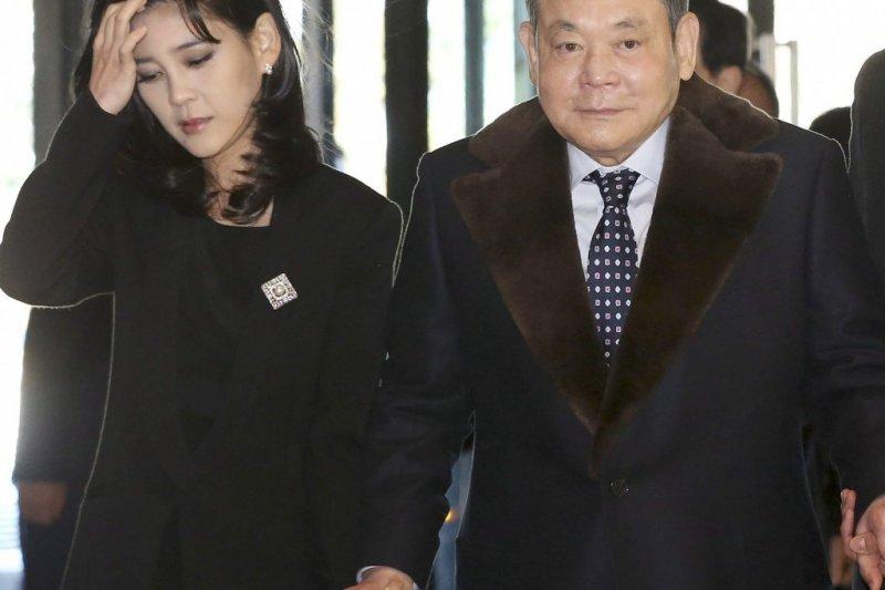 三星集團會長李健熙與長女李富真(取自網路)