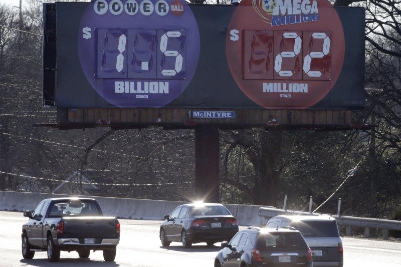 田納西州納許維爾公路上的告示:威力球彩金已達15億!(美聯社)