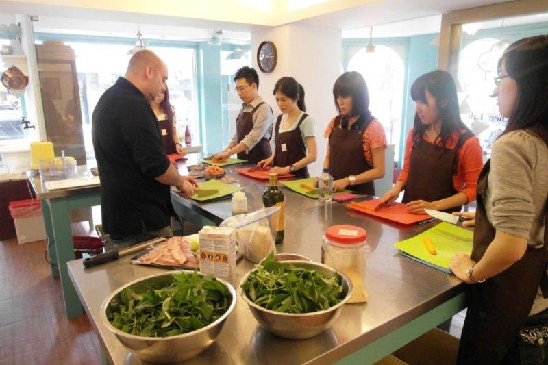 難得的假日不要吃下午茶,我們來學做菜吧!(圖/Niceday)