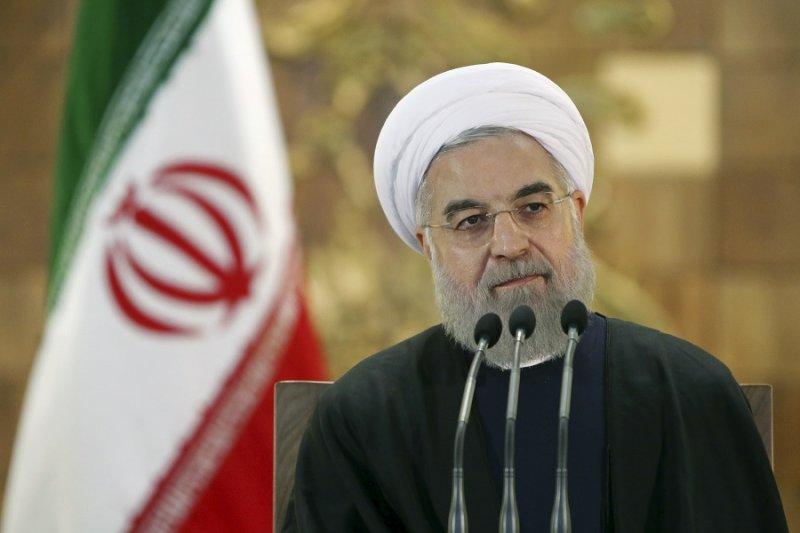 伊朗總統魯哈尼17日召開記者會。(美聯社)