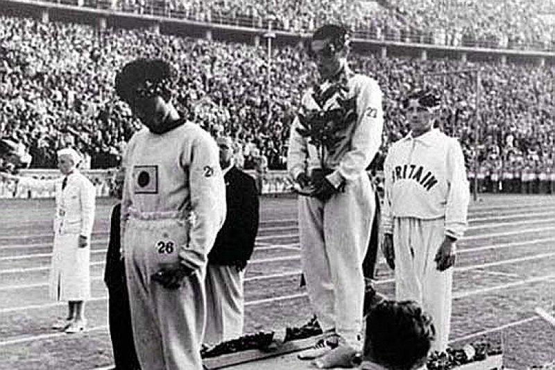 孫基禎在1936年柏林奧運奪得金牌時,以月桂樹遮住日本國旗(圖/取自tistory)