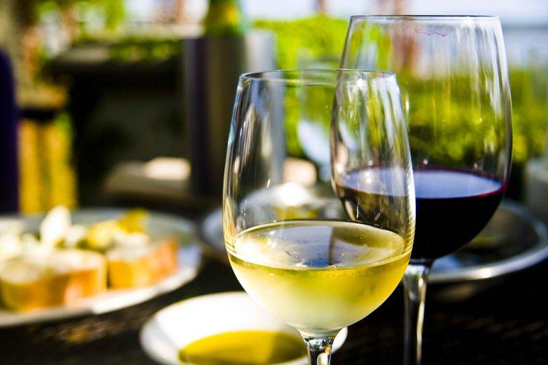 餐酒搭配就像做媒人,配得不好可說是災難一場⋯⋯(圖/Ken Hawkins@flickr)